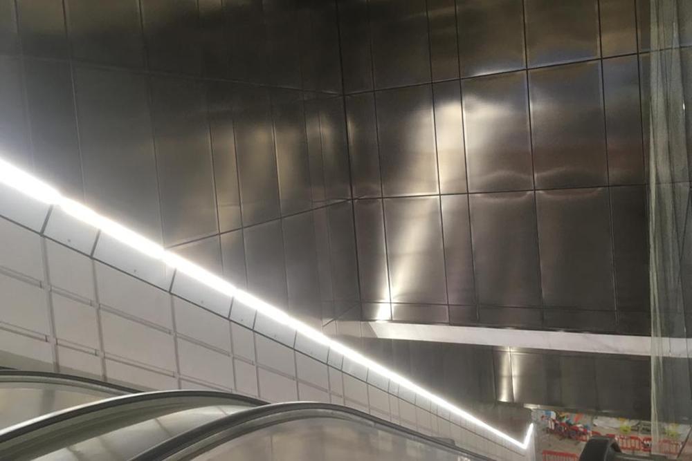 Steve Garrard Limited - Elizabeth line escalator